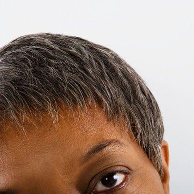 La máscara para los cabellos de la papilla de cebolla