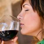 Prevenga los infartos consumiendo una o dos copas de vino