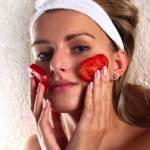 El tomate crudo para eliminar cicatrices del Acné