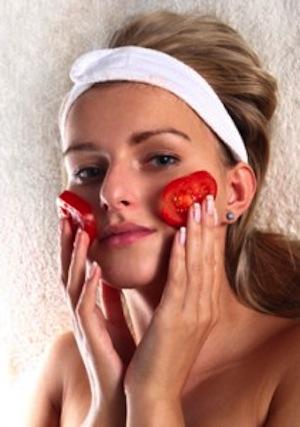 El tomate crudo para eliminar cicatrices del Acne